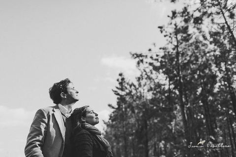 photography of couple in a engagement session in Portugal