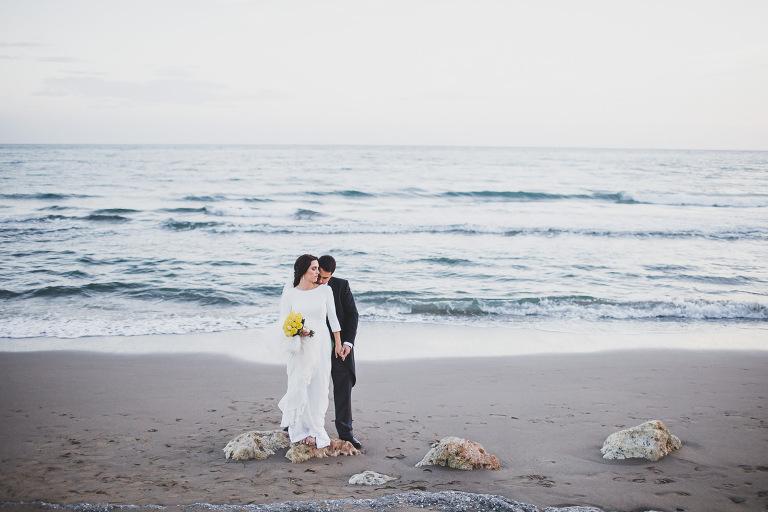 couple on a marbella sea wedding