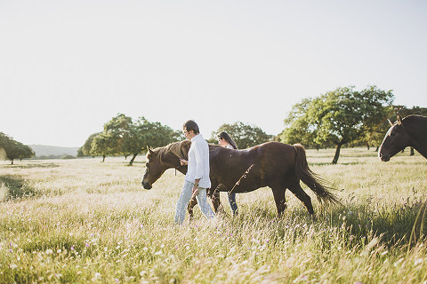 spain countryside pre wedding photographer rustic natural modern at the beautiful landscapes with horses portugal sintra cascais #spain #wedding #countryside #horses #engagement #destination #portugal #sintra ©ascais #casamento