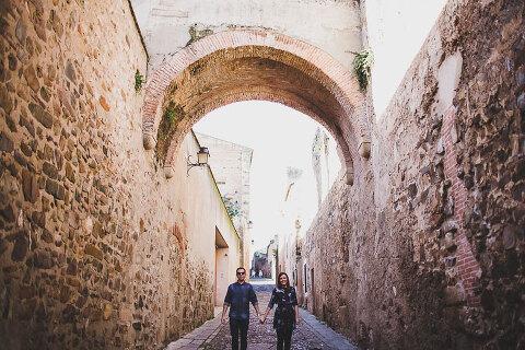 photography of modern pre wedding in Spain sesion pre boda en caceres moderna por jesus caballero en concatedral de santa maria #prewedding #wedding #bridetobe #caceres #spain #destination #modernwedding #smallwedding #photographer #toledo #segovia #sansebastian #santander #girona #boda