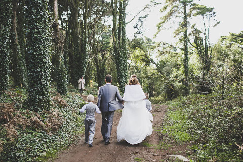 Small forest wedding in Portugal, Small destination wedding in a forest in Sintra, Portugal, near palacio da pena by destination wedding photographer jesus caballero