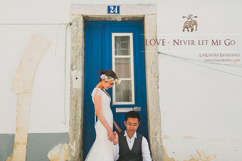 lisbon wedding photographer with asian couple at the tiny streets of Alfama. The bride with a crown of natural flowers and the groom with really styled suit. #lisbon #destination #weddingphotographer #portugal #spain #italy #norway #france #netherland #hongkong #singapure #jesusshoots