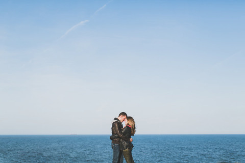 oviedo wedding photographer in Spain. On an intimate session on the cliffs over the sea #spain #asturias #oviedo #preboda #wedding #destination #bodaoviedo #elop #diferente