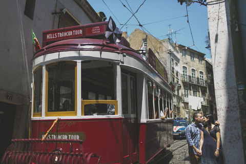 lisbon pre wedding session alfama quarter trams 28 on graça  www.jesuscaballero.com #lisbon #prewedding #honeymoon #wedding #tram #portugaldestination #sintra