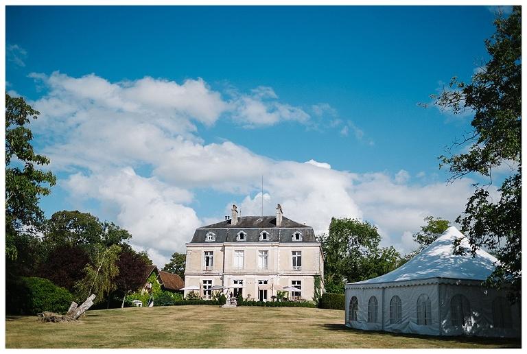 Chateau la Gauterie boho wedding #chateaulagauterie #chateauwedding #marryinfrance #bergerac #franceweddingphotography #dordognewedding #bergeracwedding #frenchwedding #southwestfrancewedding jesuscaballero.com